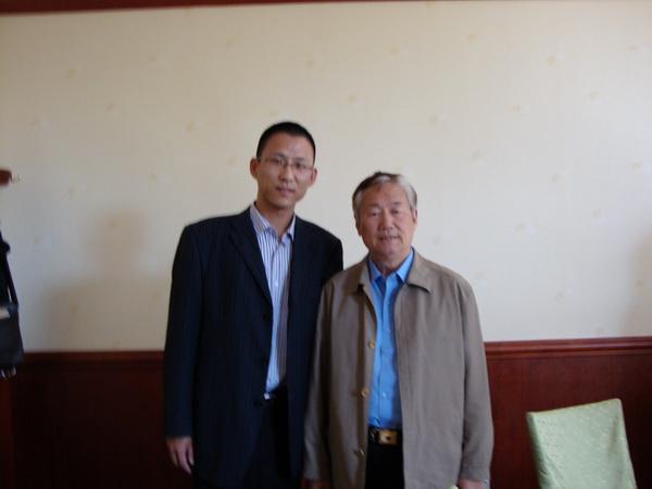 国家卫生部原副部长孙隆春与尚科中医师亲切合影并给予鼓励